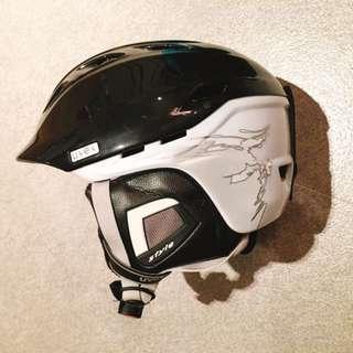 Ski / Snowboard Helmet by Uvex