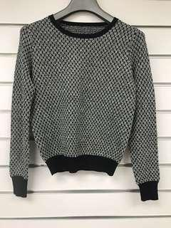 Brand new knitted top 全新針織上衣