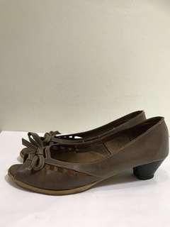 #1212'Everbest' court shoes