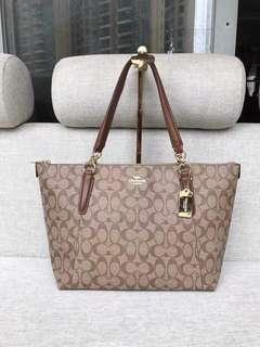 Coach Tote Bag in Signature Jacquard authentic quality
