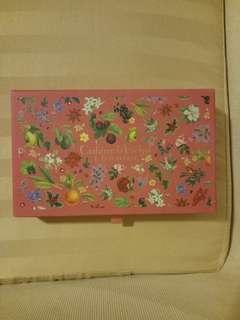 🎄 Crabtree n Evelyn  Box w/ Pull Out Drawer