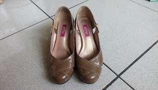 🚚 effie 經典款 真皮楔型跟女鞋(美/澳碼7號)