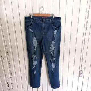 Plus size hw ripped jeans