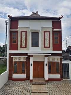 Rumah Baru 2 Lantai Fasilitas Kolam Renang Gazebo di Halaman Belakang