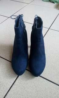 🚚 達芙妮DAPHNE 寶藍真皮高跟短靴(24.5號)