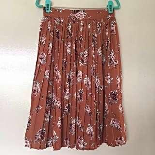 3 for $15 Vintage pleated floral skirt