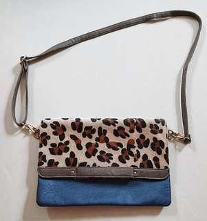 🚚 Leopard print Clutch Sling Bag