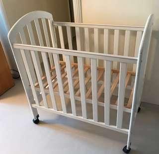 BabyStar Geoby 紐西蘭松木嬰兒床~$220