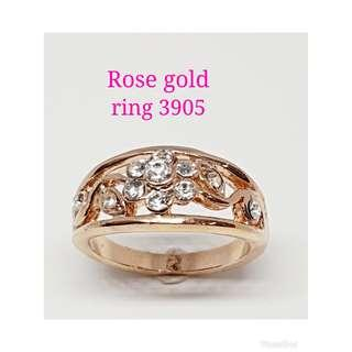 Rose gold plated ring with clear rhinestones crystals: R 3905