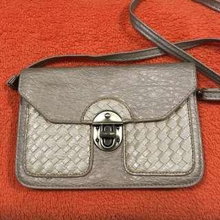 Spruce sling bag