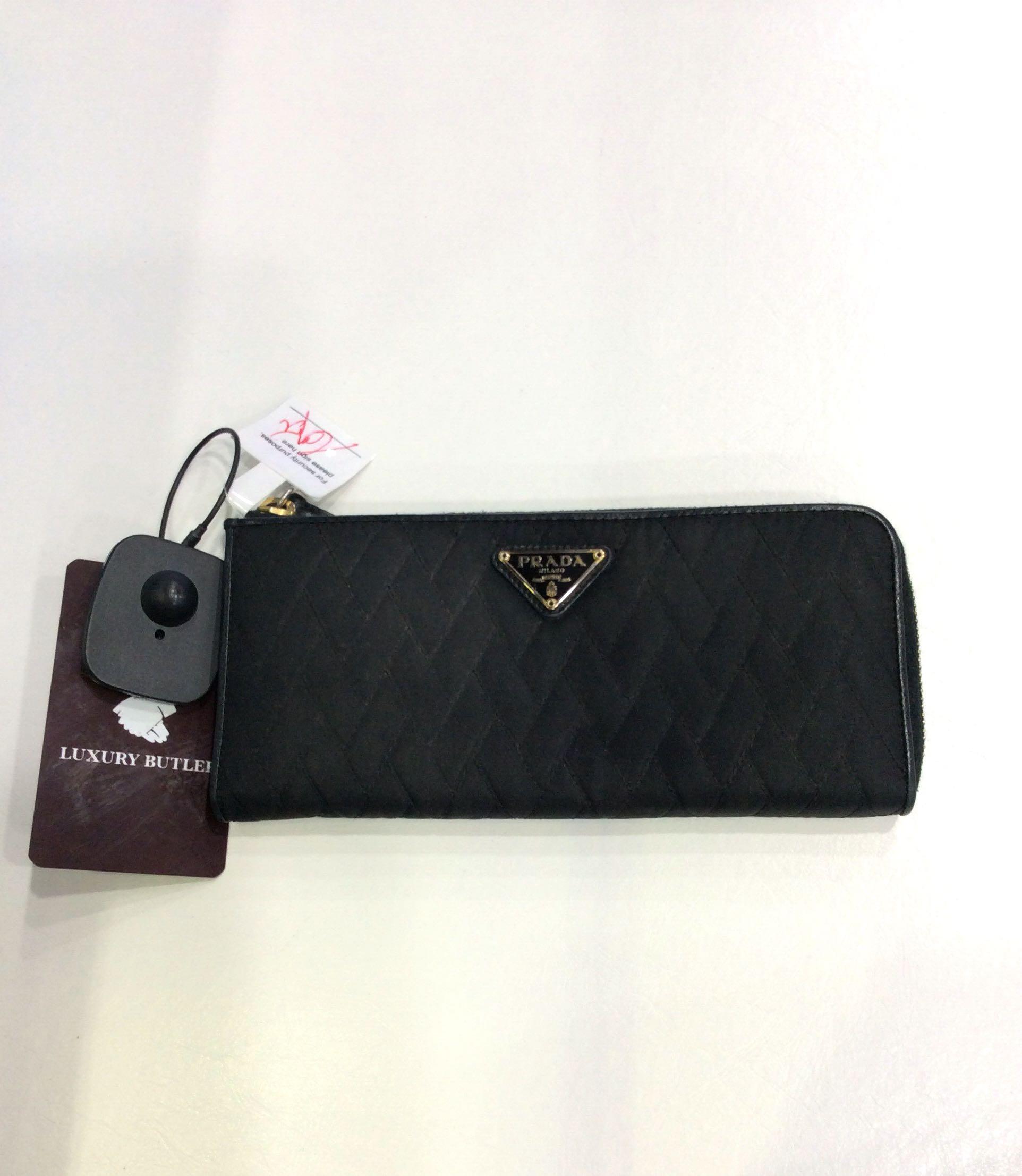 5508eeb2bed0 Preloved Prada Nylon Wallet, Women's Fashion, Bags & Wallets, Wallets on  Carousell