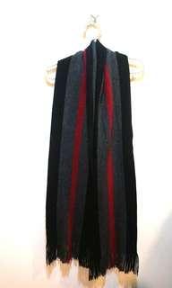 🚚 紅黑圍巾