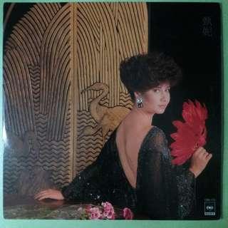 【舊版黑膠唱片】甄妮 ~ 迷人的五月 (1984 Hong Kong)