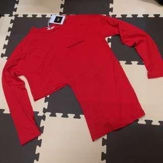 全新亮紅長袖短版造型T #剁手時尚