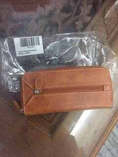 #MY1212 (BNWT) Christmas Clearance Sale 2018-Avon AF Naturalist Wallet