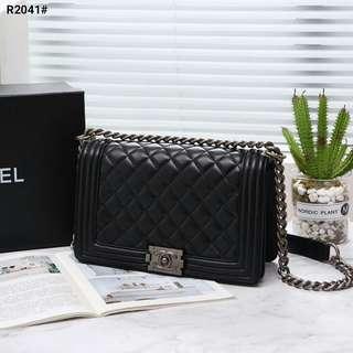 Chanel Boy Bag Include Box Chanel..... Kode R2041#21  Bahan Faux Calfskin Leather Dalaman Pu Leather Maroon Antique Silver Tone Jewellery Kwalitas Semi Premium AAA Aslinya Cantik Jamin Puas Tas uk25x8x16cm Berat Dengan Box 1.2kg 6pc  Harga  @280rb