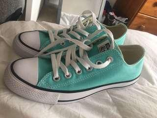 Never worn blue converse size 7 women's