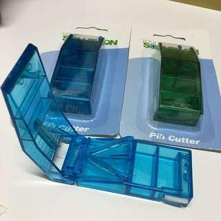 切藥器連藥盒 cut藥器 碎藥器 medication Pill Cutter 藥盒 藥丸 藥物 Split Pills Cut Pills Smaller Pieces splitting machine