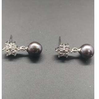 Fresh Water Pearl Earrings (grey)