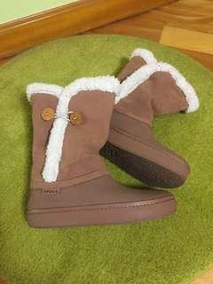 Crocs 女裝咖啡色 麂皮拼白毛毛邊 中靴 Ladies' suede boots