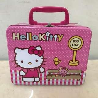 🚚 全新💡Hello Kitty 手提收納鐵盒