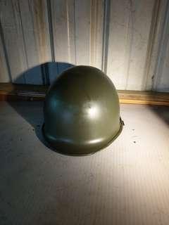 早期鋼盔~如圖