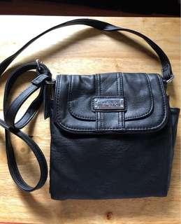 Kenneth Cole Reaction Leather Cross Body Bag