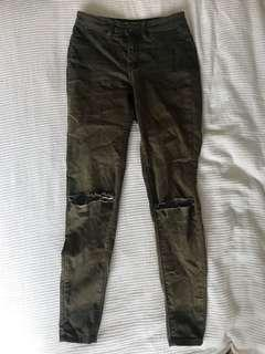 KHAKI SKINNY JEANS WITH KNEE RIPS SIZE 8