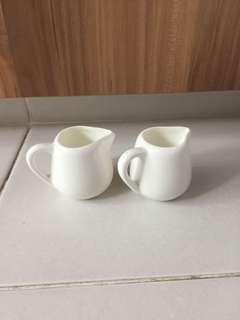 Porcelain syrup milk holder