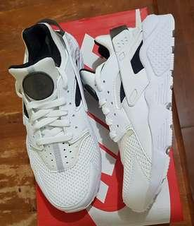 Nike Air Huarache size 7.5 US for men or 8.5 US for women (25.5 cm)