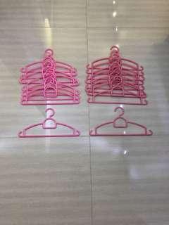 Kids hangers ( 2 tones of pink )