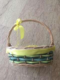 🚚 Design basket hamper gift box green yellow ribbon handmade