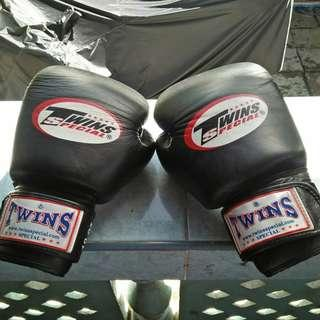 Twins Black Boxing Gloves & Boxing Gloves Leather Rival BULLS