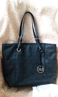 MK ORIGINAL PRE LOVE TOTE BAG IN A VERY GOOD CONDITION