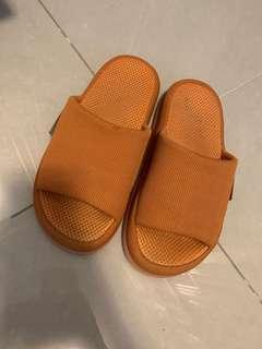 🍒健康拖鞋 Healthy slippers (in new condition)