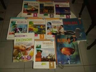 Buku Pelajaran Sekolah Kelas SMA