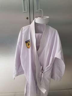 Satu set baju karate sabuk putih