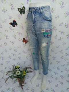 "32"" HW Tattered Jeans/Pants"