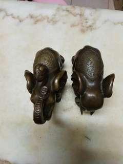 舊銅如意紋象一對長分別為18和16.7cm