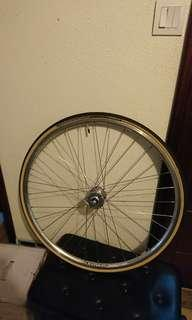 Felt 700c front wheel 99% new with tire and tube