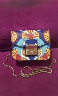 Chain mini crossbody (motif Dolphin)