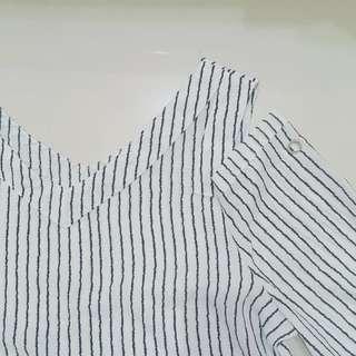 🚚 黑白直條紋露肩雪紡
