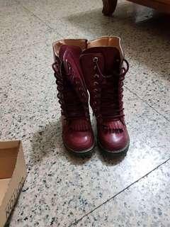 🚚 9成新靴子  鞋號28