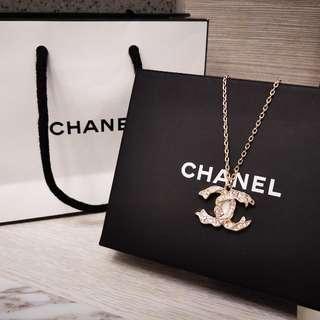 全新Chanel款式女裝時尚頸鏈(可長短使用)襯冷衫/連身裙 Brand New Chanel Style Women's Fashion Necklace