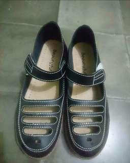 Sepatu Hitam Cewek