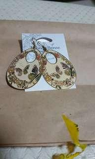 Ethnic sense earrings