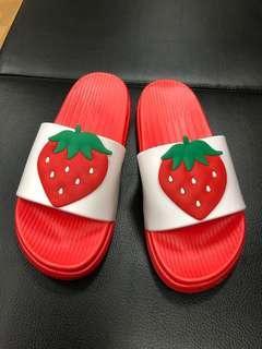 🚚 草莓拖鞋 38碼 適合36-37碼穿