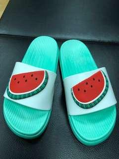 🚚 西瓜拖鞋 38碼 適合36-37碼穿(有點染色)