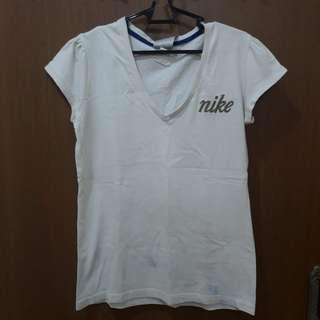 Preloved Kaos Putih Leher V Brand Nike Fit to L Mat Katun