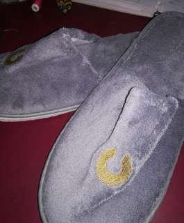 Fluffy bedroom slippers